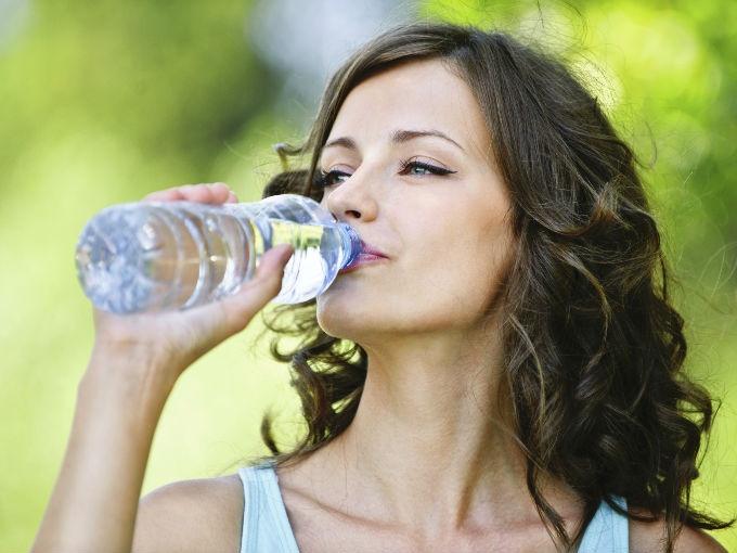 consumir agua envasada