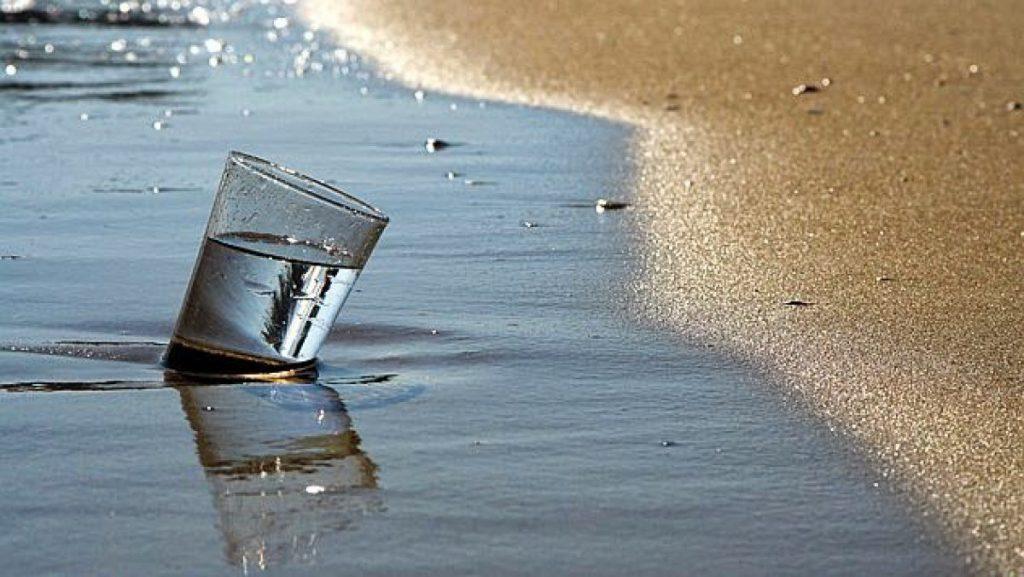 ¿Es bueno beber agua de mar?